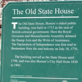Табличка на здании, с балкона которого была произнесена Декларация Независимости