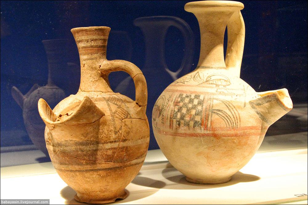Еще одна верная примета, по которой можно безошибочно определить, что найденное археологами было создано филистимлянами – вот такие кувшины. В них плескалось пиво. Ни ханаане, ни евреи пиво не пили.